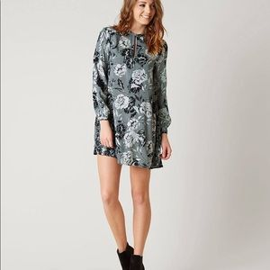 Amuse society floral Etta dress in ash gray